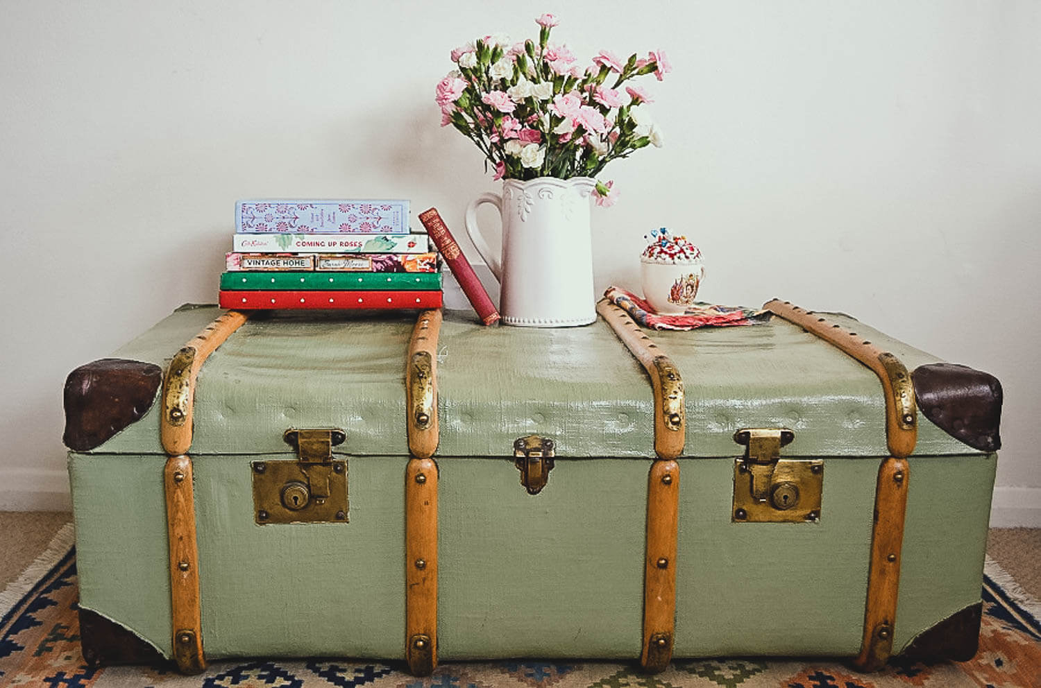 Upcycled steamer trunk painted with french grey chalkpaint