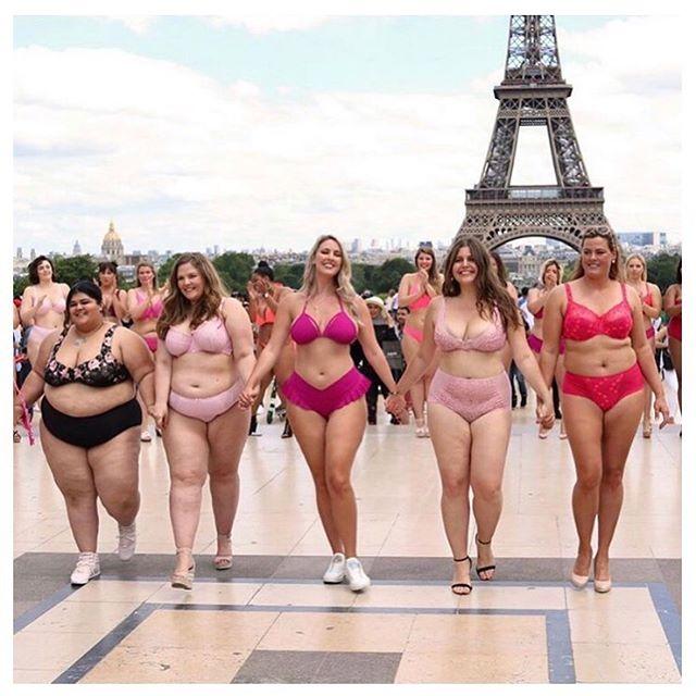 Me & my girlz quand on va passer le dimanche à bronzer au parc (bah oui, pas à la plage # vis ma vie à Paris 😂 .  Est-ce que vous partez en vacances vous cet été ? Si vous partez, je vous recommande vraiment d'écouter le dernier épisode avec @hyoojeong, fondatrice de @nomad_her. On y parle de voyage solo pour empowerer les femmes et des dangers du tourisme de masse. .  Bon dimanche !  ____ . . . . . . . . . . . 📷 @bodypositivecatwalk  #podcast #podcaster #podcastlife #podcasting #girlboss #inspiration #womenempowerment #girlboss #feministe #féminisme #sisterhood #sistership #futureisinclusive #sororité