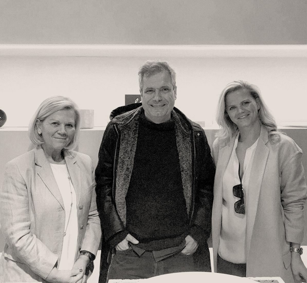 WHEN OBJECTS WORK  Béatrice De La Fontaine, la fondatrice de When Objects Work (à gauche) photographiée avec l'architecte Manuel Aires Mateus et l'architecte Eline Ostyn.   www.whenobjectswork.com
