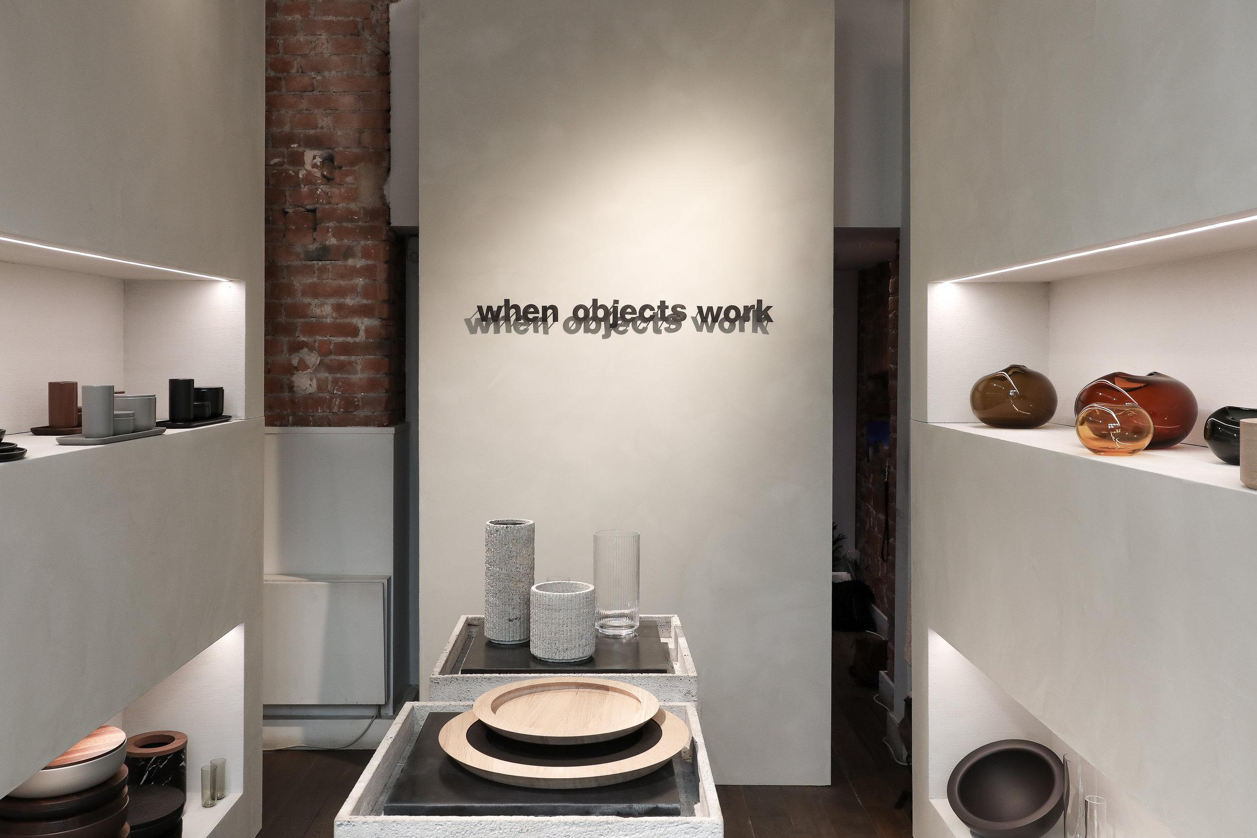 L'accord harmonieux entre les projets présentés par When Objects Work et les teintes développées par Antoine pendant la Milan Design Week 2019, en Via Pontaccio.