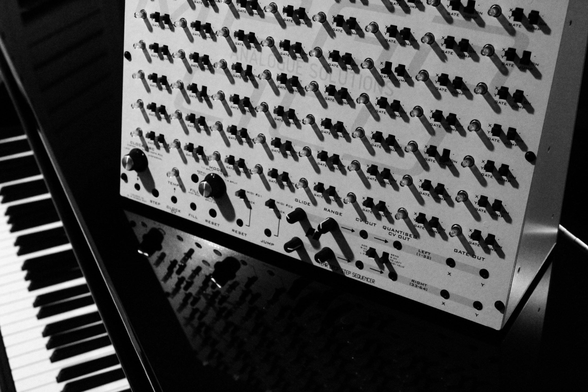 piano_bw.jpg