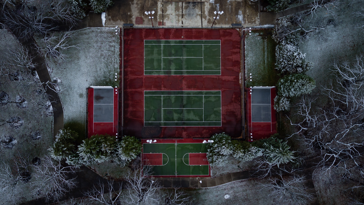 aerial-view-tennis-court-frost-will-dehoogh-unsplash.png