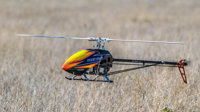 Single rotor in flight - photo via unsplash.com