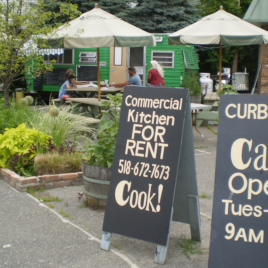 Curbside Cafe Seasonal Outdoor Food Truck & Food Court Open May - October