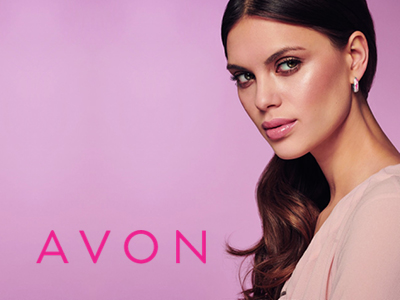 Avon je vodilno svetovno podjetje v direktni prodaji kozmetičnih proizvodov. Svojim članom omogoča naročanje preko spleta v udobju lastnega doma. Katalog izhaja vsake tri tedne in je naša trgovina! Ena od bistvenih vrednot Avona je družbena odgovornost. Skozi vso zgodovino obstoja je filozofija podjetja razumevanje in opolnomočenje žensk. Avon vsako leto sodeluje in podpira različne aktivnosti za izboljšanje zdravja in varnosti žensk po vsem svetu in v ta namen sodeluje z različnimi organizacijami. Sredstva za boj proti raku dojk in nasilju v družini zbiramo s posebnimi proizvodi, ki so na voljo v našem katalogu. Prav letos obeležujemo 15. obletnico zbiranja sredstev za boj proti raku dojk!