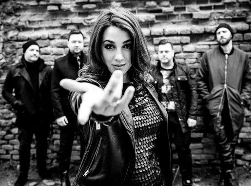 Tabu - Tabu je slovenska pop rock skupina, ki je nastala leta 1998. Prvotni člani so bili Nina Vodopivec (vokal), Primož Štorman (bobni), Tomaž Trop (kitara), Iztok Melanšek (bas kitara), Marjan Pader (akustična kitara) in Sandi Trojner (klaviature). V takšni zasedbi je skupina izdala prve tri albume. Kasneje leta 2009 je izšel njihov četrti album z naslovom 42. Po osmih letih sodelovanja so se marca 2015 razšli s Tino Marinšek, skupini pa se je pridružila Eva Beus. 24. novembra 2015 so objavili nov singl z naslovom »Greva dol«, februarja naslednjega leta pa napovedali nov studijski album, ki naj bi izšel aprila. 17. marca je skupina potrdila izid albuma Nabiralka zvezd 15. aprila 2016, teden pozneje pa so predstavili drugi singel s prihajajočega albuma »Do kosti«. Marca 2018 je izšel singl z naslovom