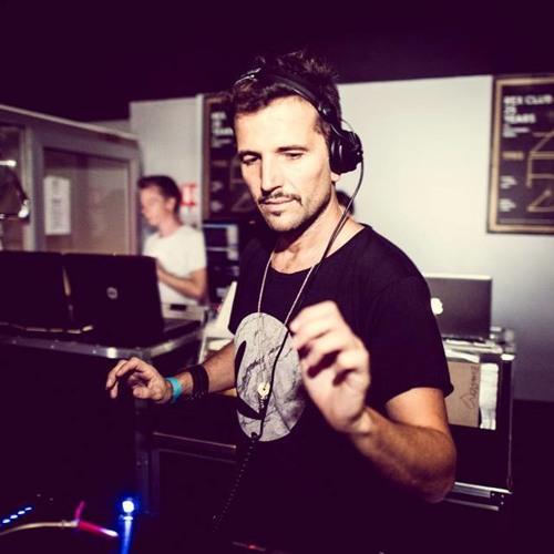 Valentino Kanzyani - Tine Kocjančič, bolj znan kot Valentino Kanzyani, je slovenski techno deejay in glasbeni producent. Prav tako je izdal zapise pod imenom Recycled Loops, ki je tudi ime ene od založb, s katerimi sodeluje (z DJ Umek), drugo pa je Earresistable. V Sloveniji je postal prepoznaven, ko je leta 1995 začel igrati glasbo v klubu Ambasada Gavioli, skupaj s svojim kolegom DJ Umekom. Deluje po vsem svetu, sodeloval je tudi z znanimi umetniki kot so: Ken Ishii, Simon Digby, Deep Dish, Wally Lopez in Jon Carter. Je sin slovenskega glasbenika Danila Kocjančiča, ki je igral v skupinah Kameleoni, Prizma in Bazar.