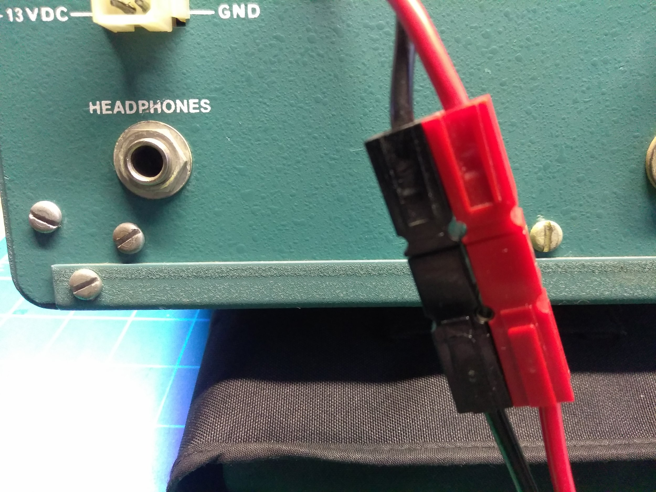Powerpole Connectors added to radio and power supply