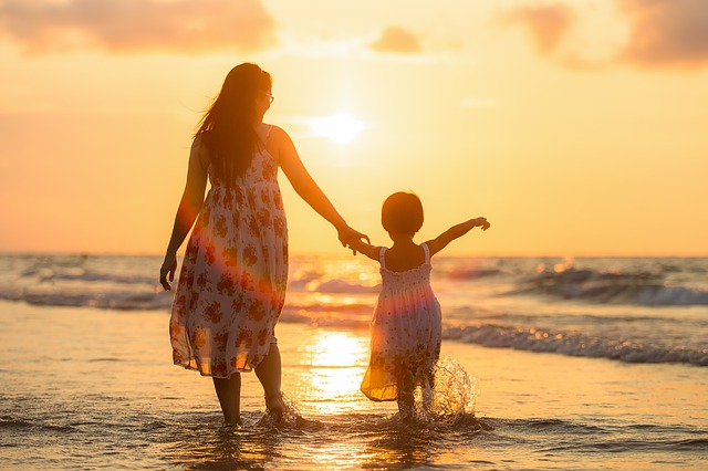 mom-sun-talking