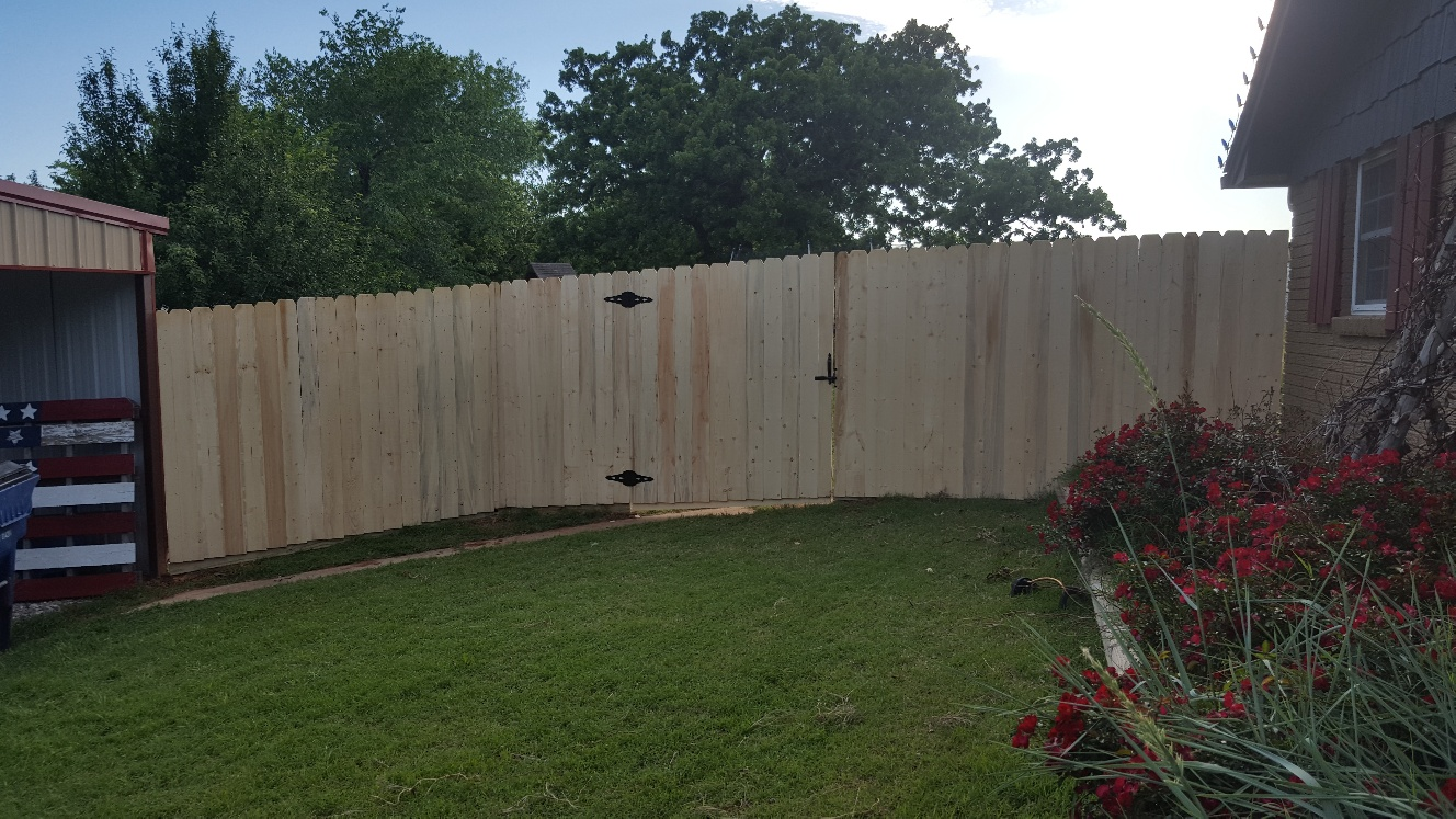 res wood fence- 20170502_184239_resized.jpg