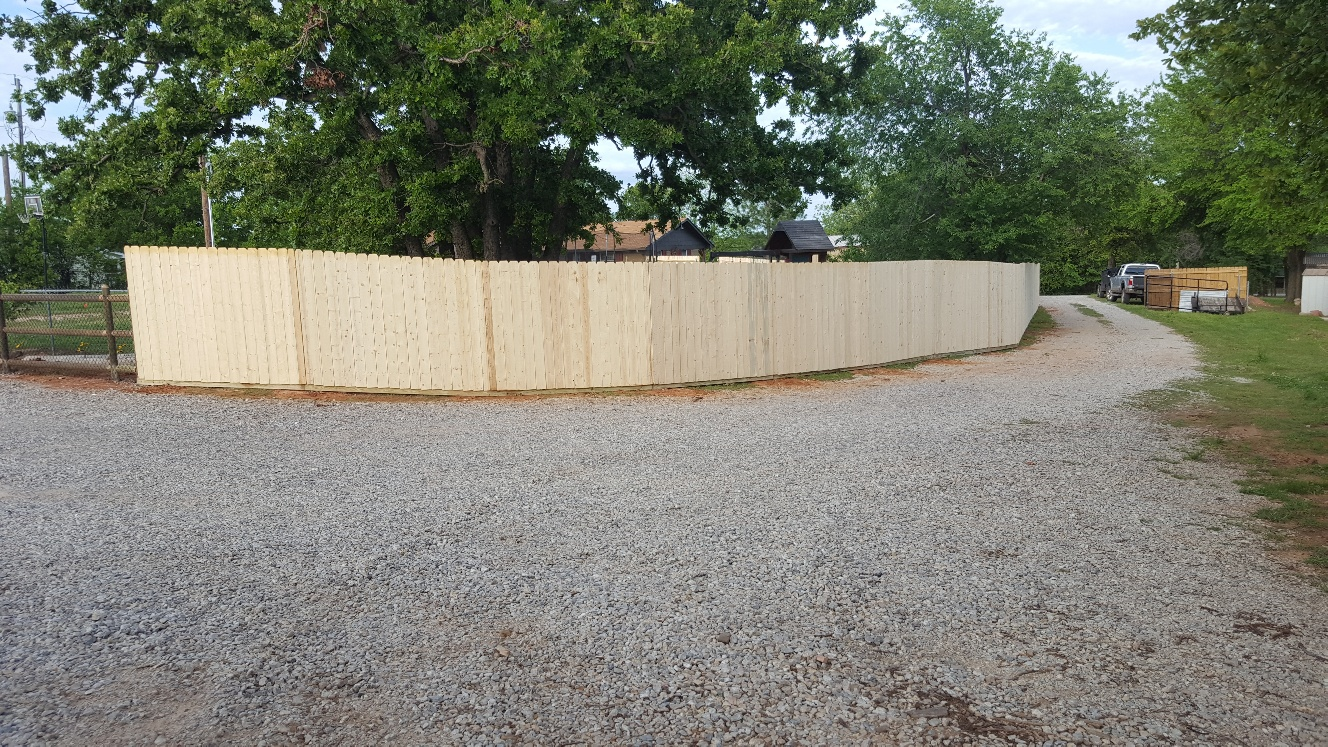 res wood fence-20170502_184405_resized.jpg