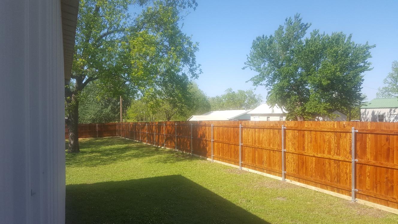 res wood fence-20170505_164622_resized.jpg