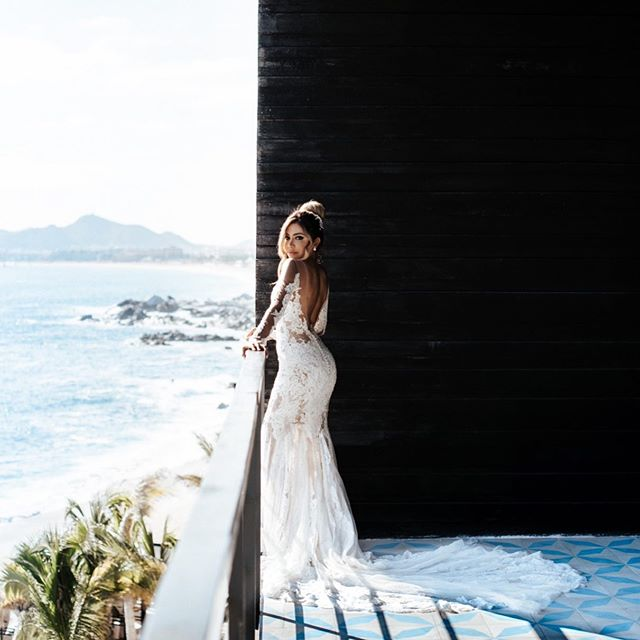 The Cape is literally my favorite wedding venue. Sharing all things @thecapehotel on my story right now! ❤️ PS - could @behamin be anymore perfect!?