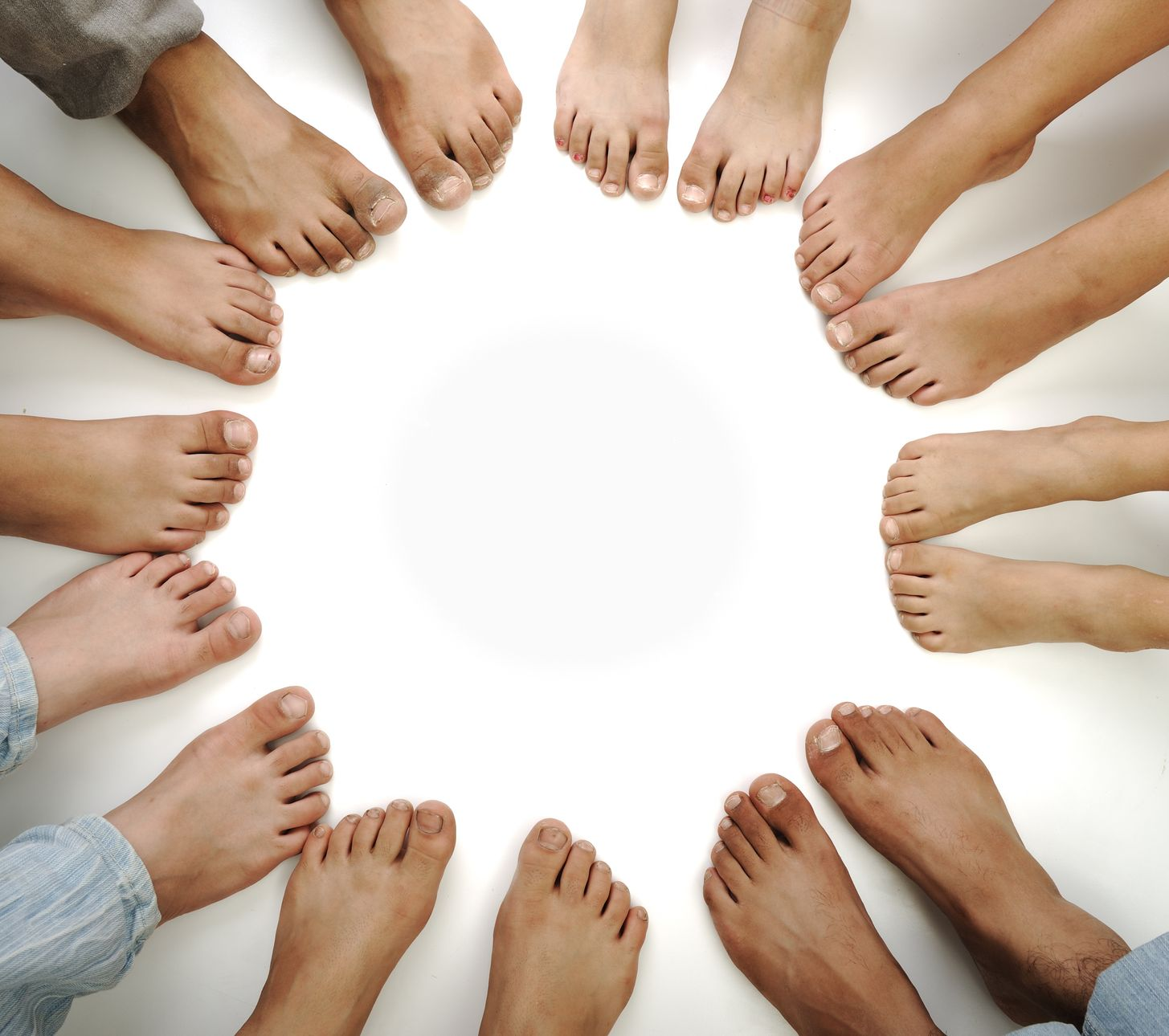 10542815_L_feet_many_sets_toes.jpg