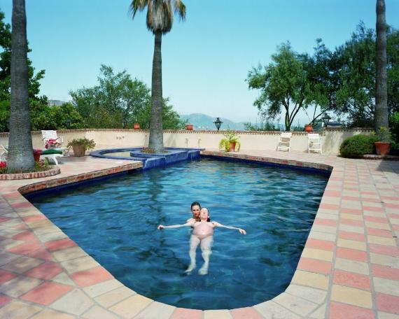 Catherine Opie, Miggi & Ilene, Los Angeles, California (1995). Courtesy the artist and Regen Projects, Los Angeles.