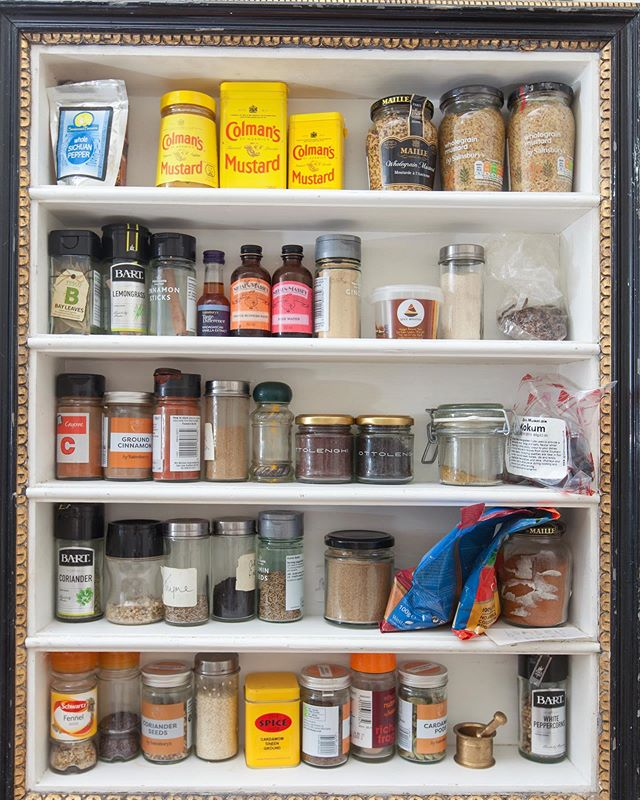 How much mustard is too much mustard?! 😂 This picture frame mounted around some simple shelves is one of my favourite features of our kitchen. #mycolourfulinterior