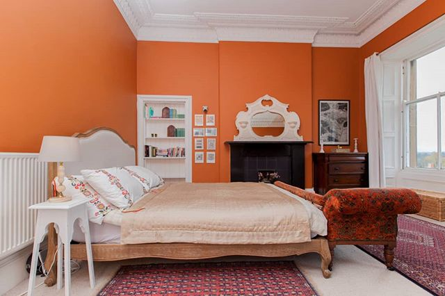 I wonder if our bedroom feels autumnal enough? 🤔😂 With huge old windows, it's a struggle to keep it warm, so the earthy tones give at least the illusion of warmth as the days get nippier and the nights draw in. * @myhousethismonth day 3, autumn colours #myhousethismonth