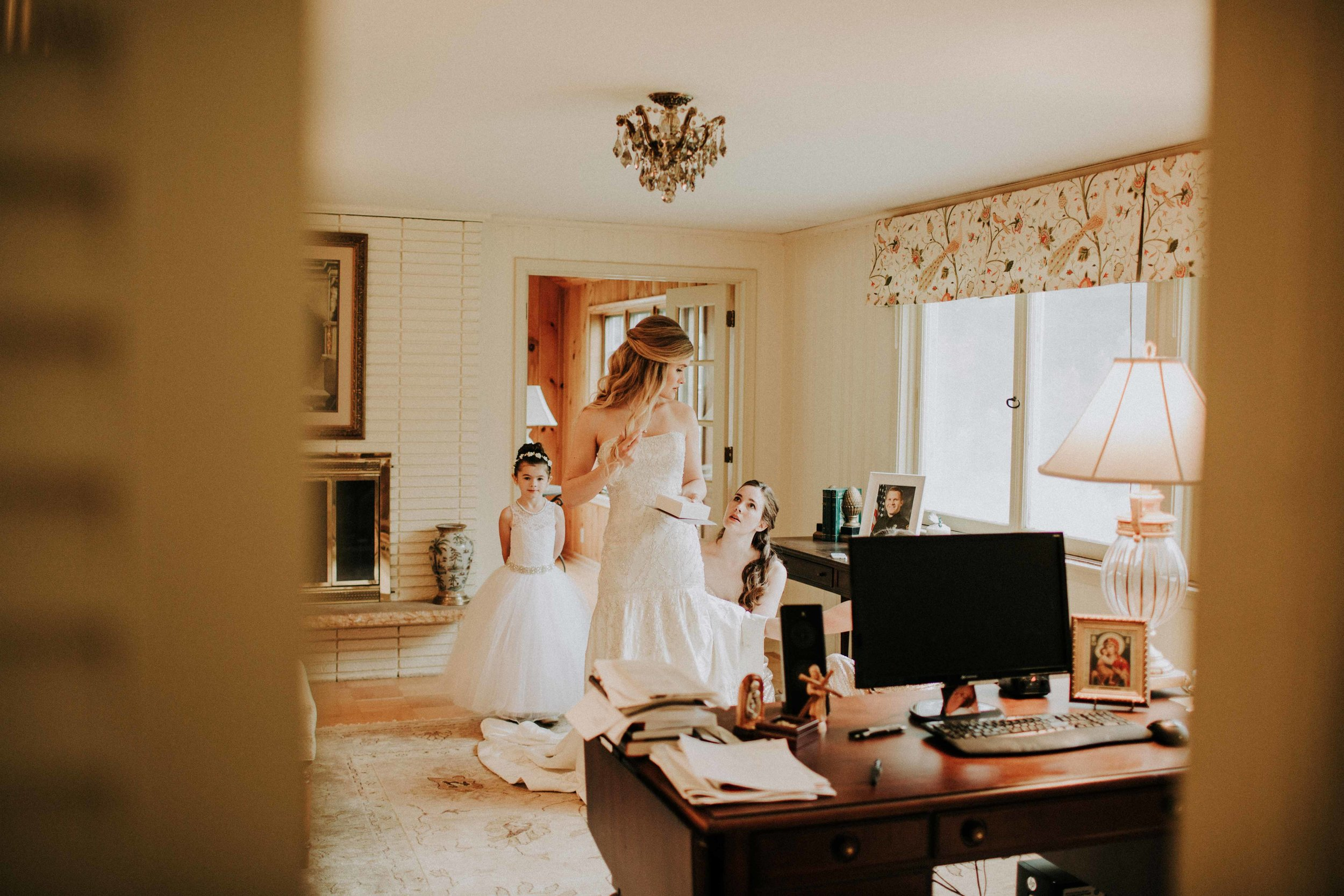 Emma+Tim Getting Ready-101.jpg