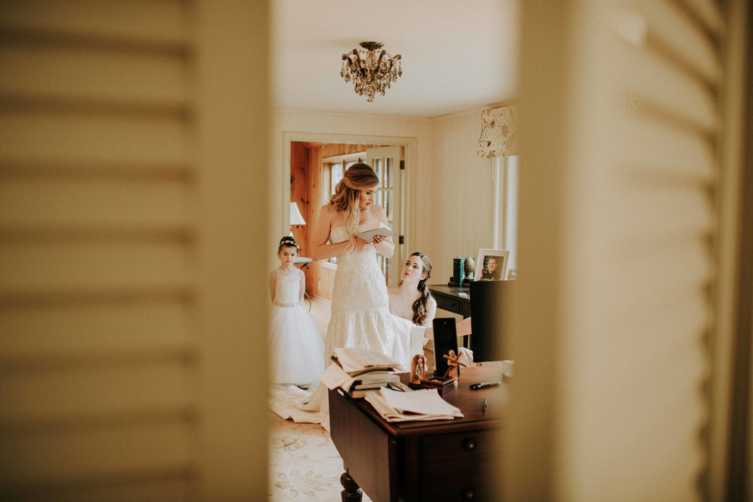 Emma+Tim Getting Ready-102.jpg