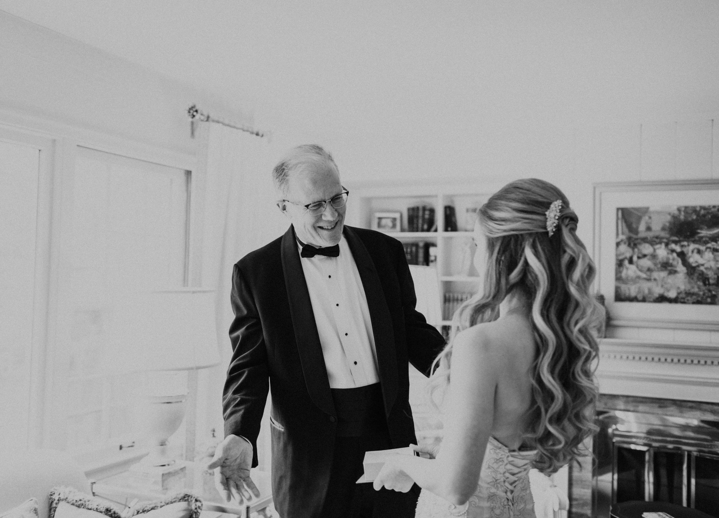 Emma+Tim Getting Ready-105.jpg