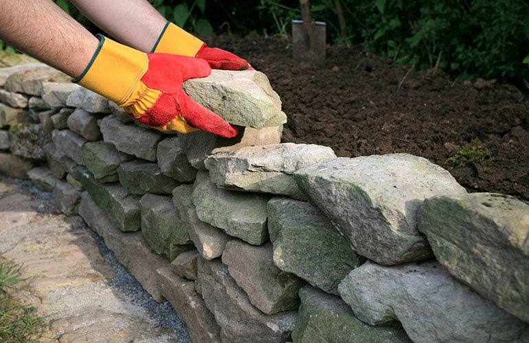 Dry-Stone-Wall-intro-ISTOCK-770x500.jpg