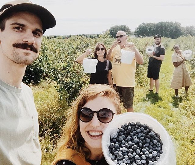 Blueberry picking.....but make it family and fashion 💕🥰 **No Sandro dresses were harmed while picking😜** 📸 @sasquatchenstein