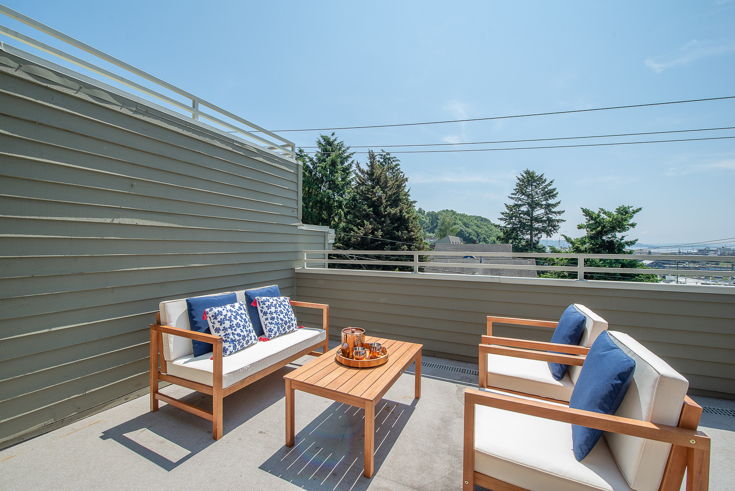 Natural light and views on Queen Anne - Ready for your Summer entertaining…