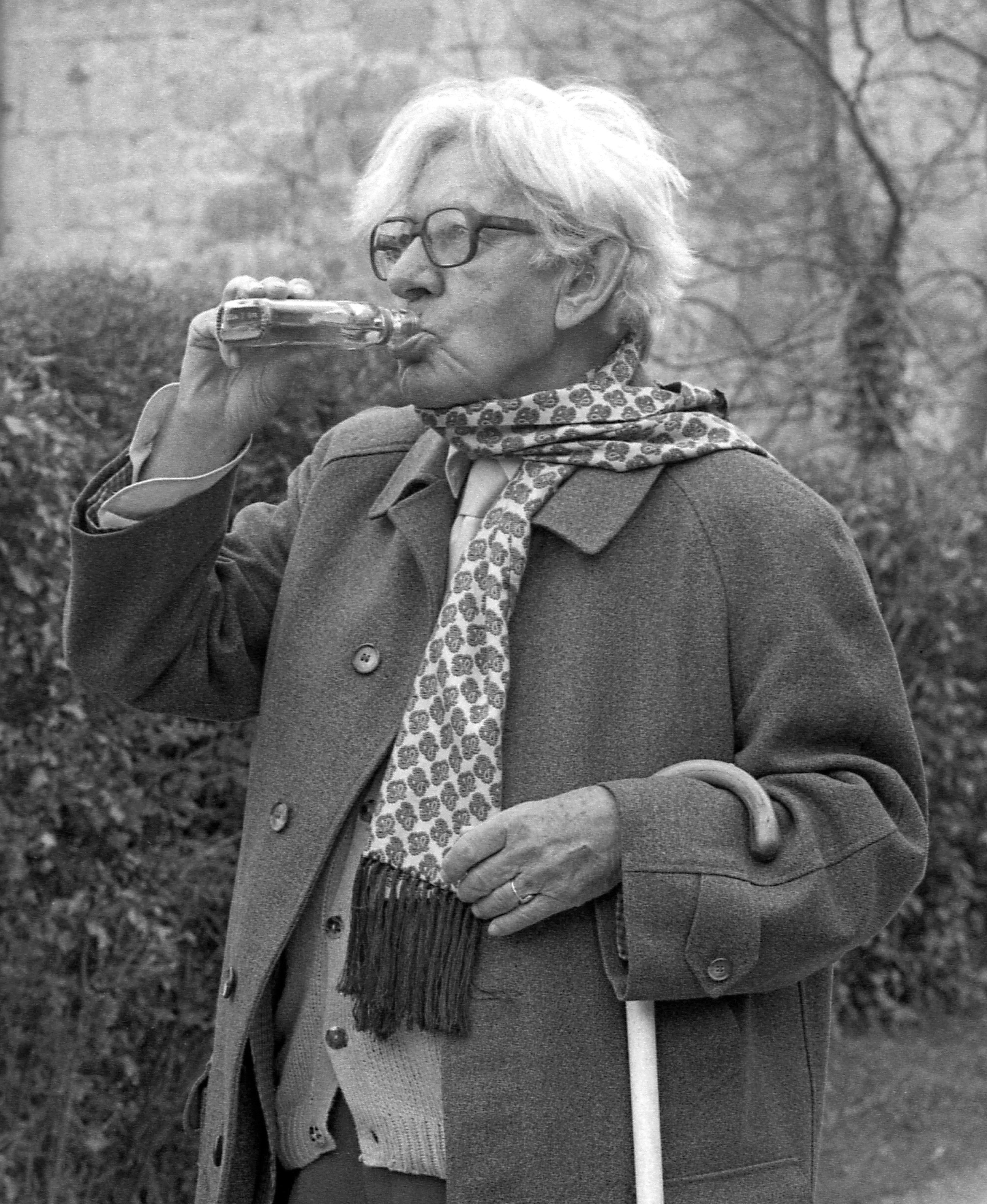 Laurie Lee enjoying a swig in Sheepscombe © Chris Chapman 1994.jpg