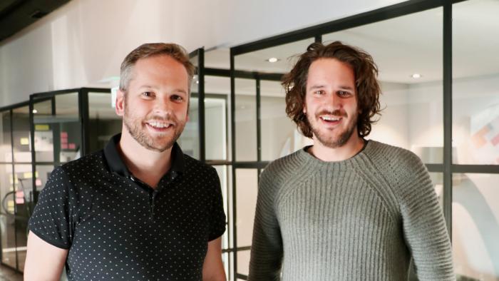 Die beiden Monostream-Gründer Adrian Liechti (l.) und Marcel Hintermann in ihrem Büro in Zürich. (Source: Netzmedien)