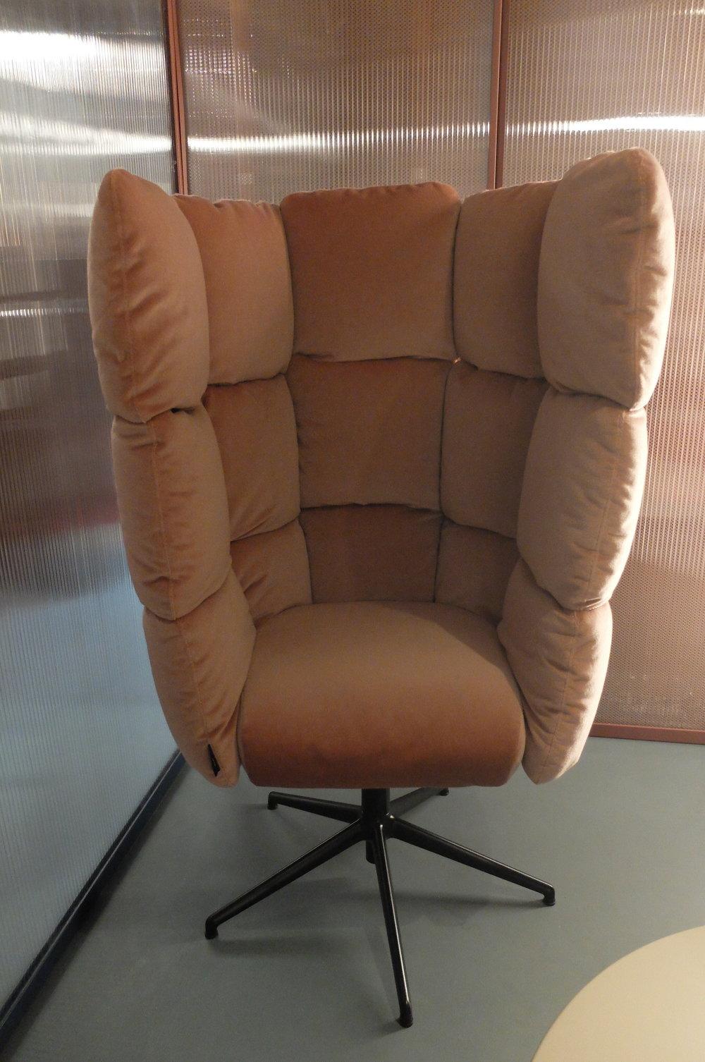 Undecided chair par Raffaella Mangiarotti. Wonder Office exhibition. MANERBA