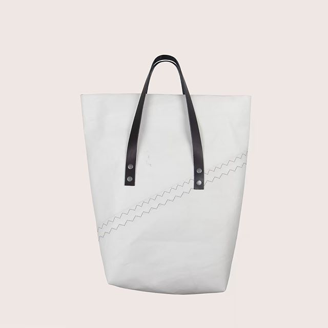 We are happy to announce new bags in our online store! Go and discover them now! #ikkoopbelgisch #recycle #sails #canjottobags