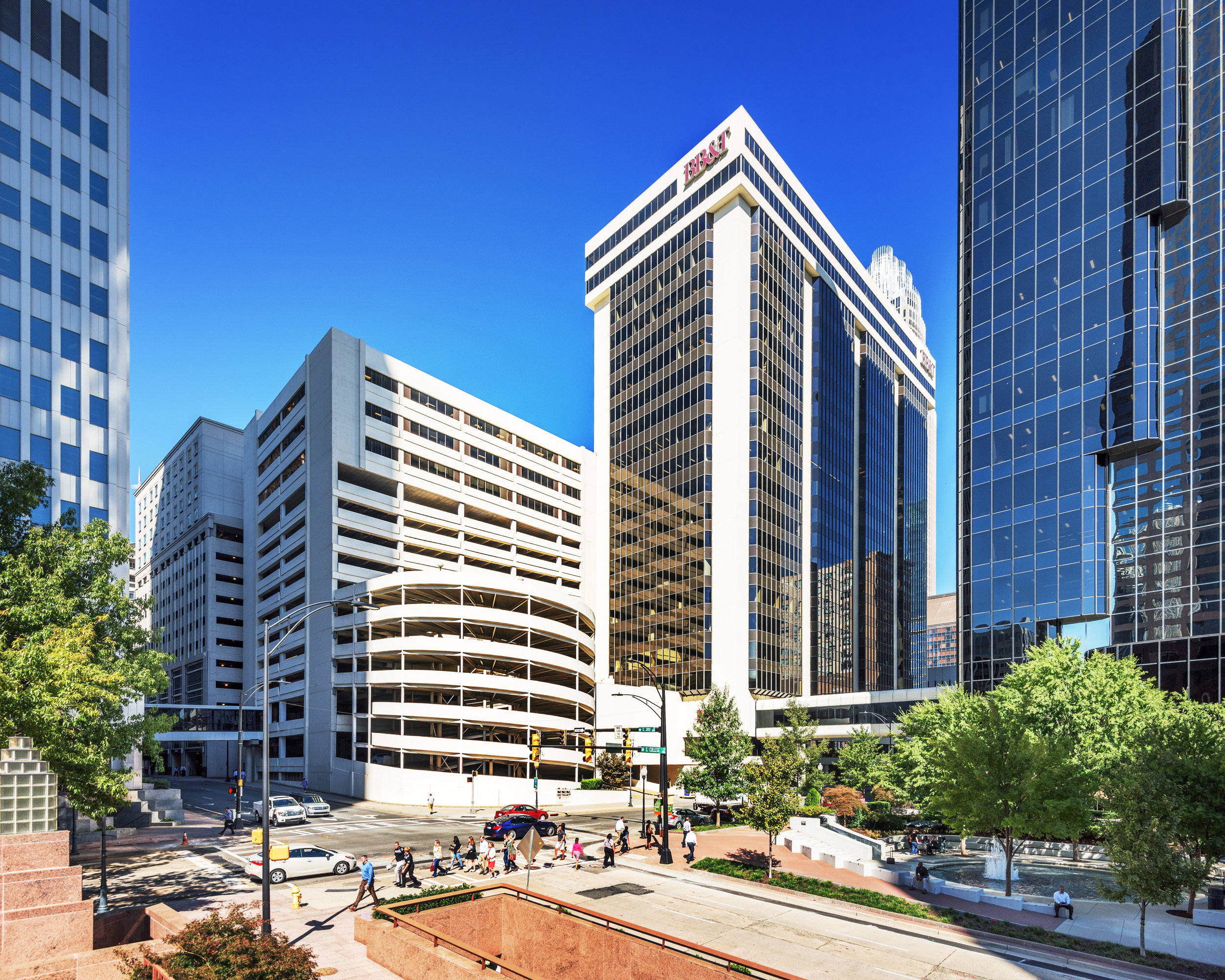 22-Story, 567,865 RSF office tower - FLEXIBLE FLOORPLATES RANGE FROM 20,000 RSF TO 60,000 RSF