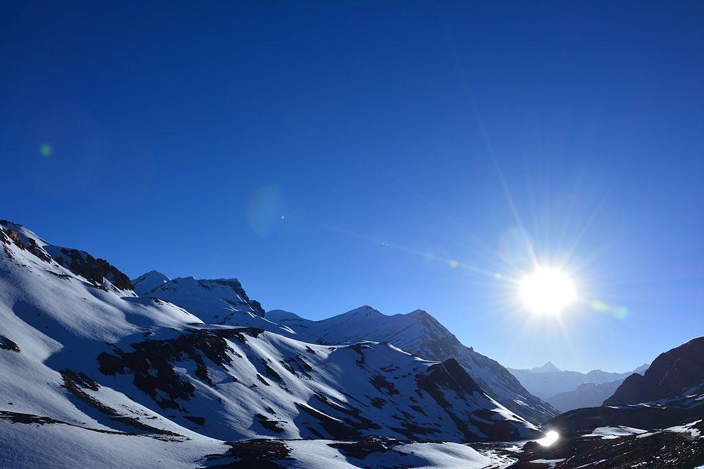 Bright_Sunny_day_at_Bara-lacha_la.jpg
