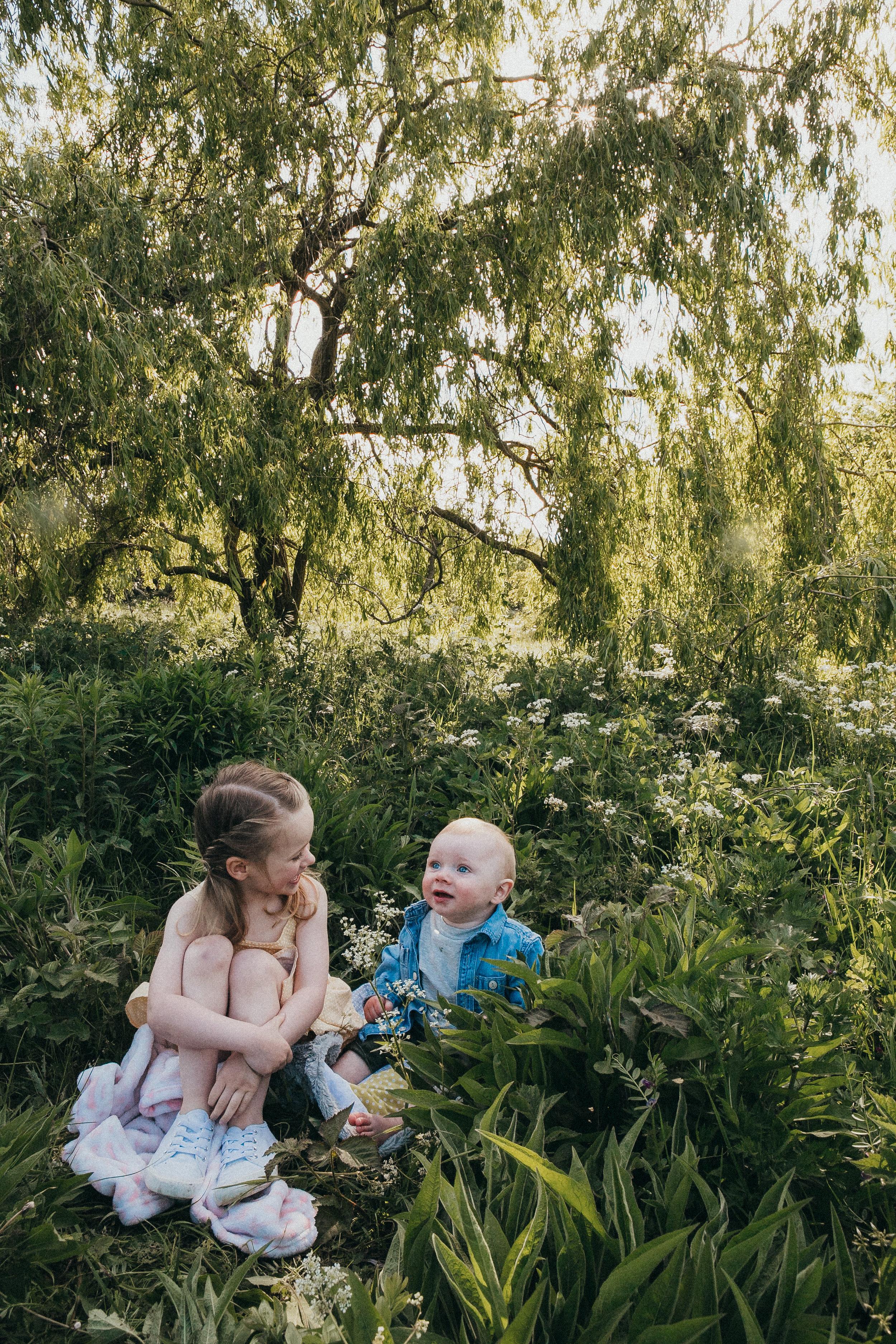 outdoors family shoot Berkshire 17.jpg