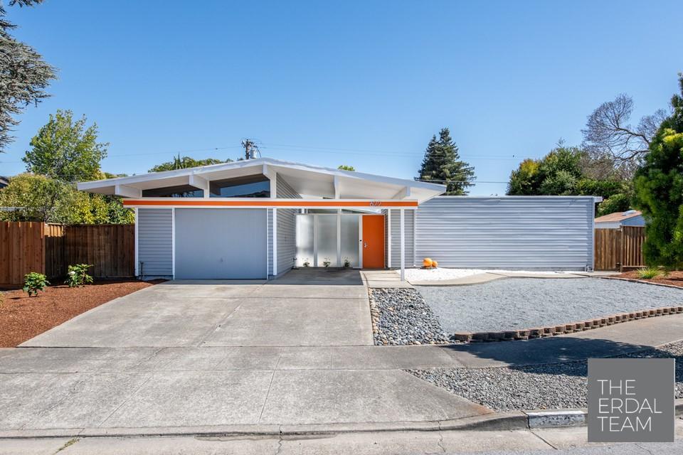 Eichler Home Sunnyvale Exterior.jpg