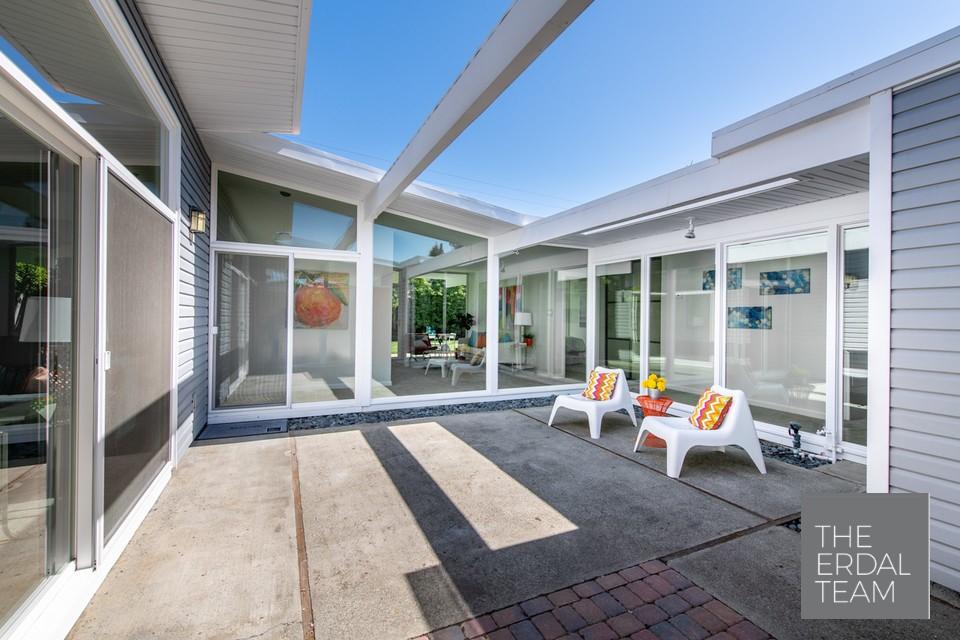 Eichler Home Sunnyvale Atrium.jpg