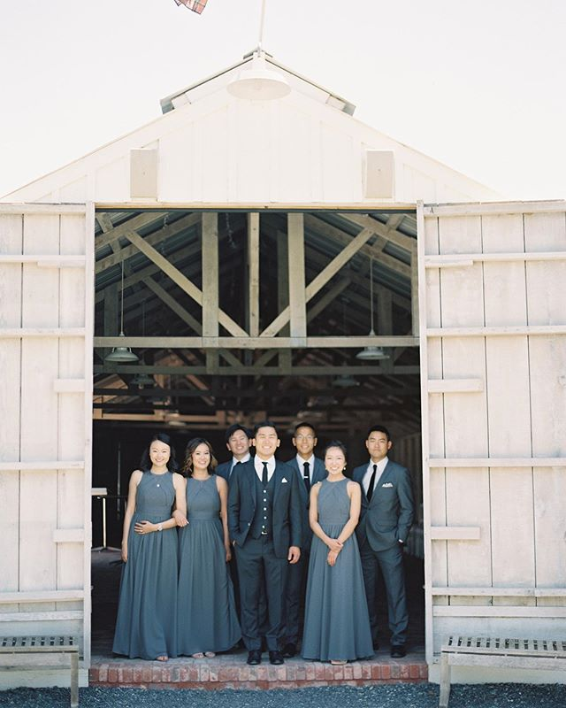Can you guess this beautiful barn backdrop? This crew is looking so dapper ✨🙌🏻 . . . Planning and design @charmedevents 📸 @jenhuangphoto  Floral design @tangoandfoxtrot  Rentals @standardpartyrentals  Linens @latavolalinen 🎥 @owlandtreefilms