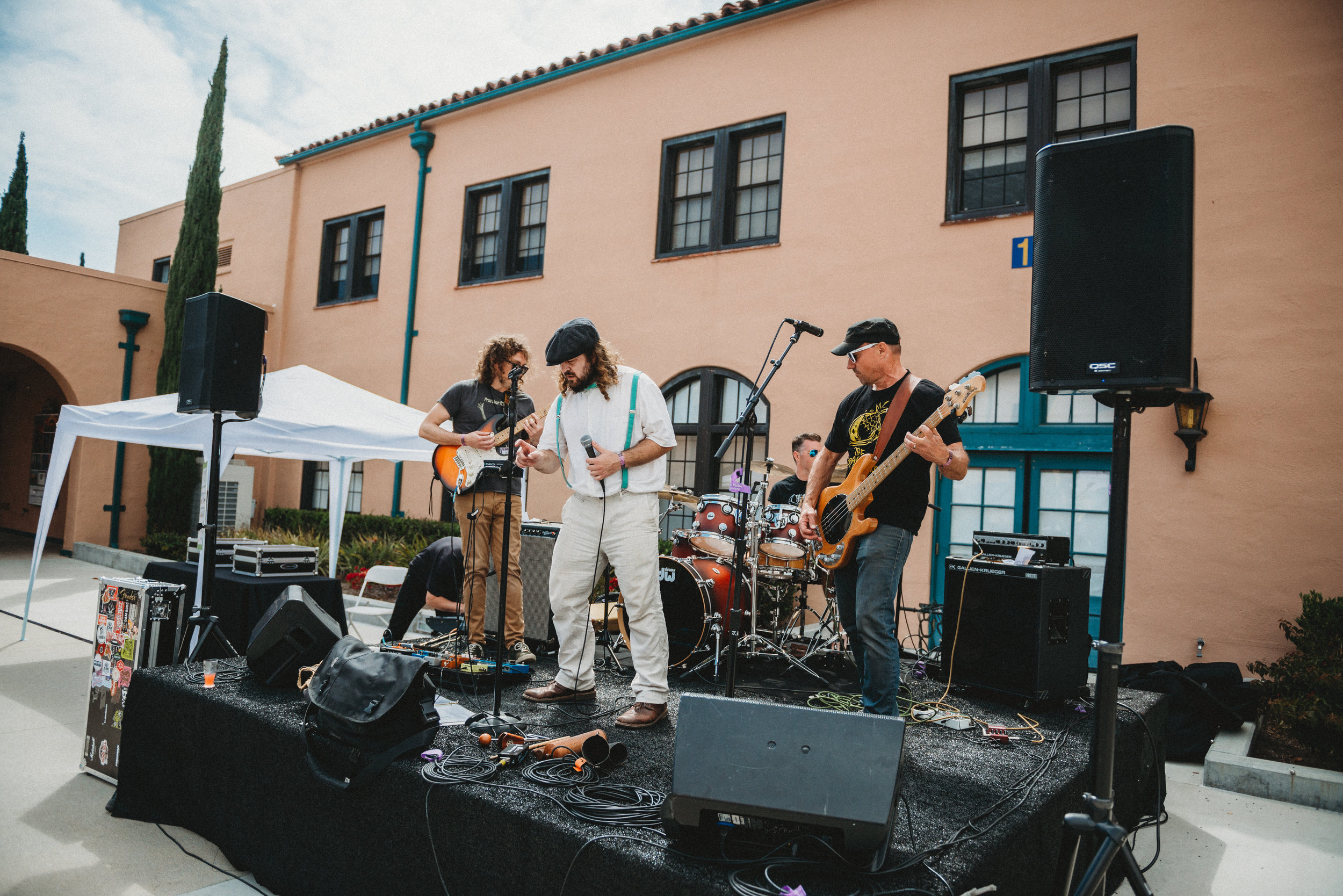 Nothing beats a good 'ol live band! Having available space to get creative and add whatever one can dream up is one of the many reason we love the Barracks 17 venue.