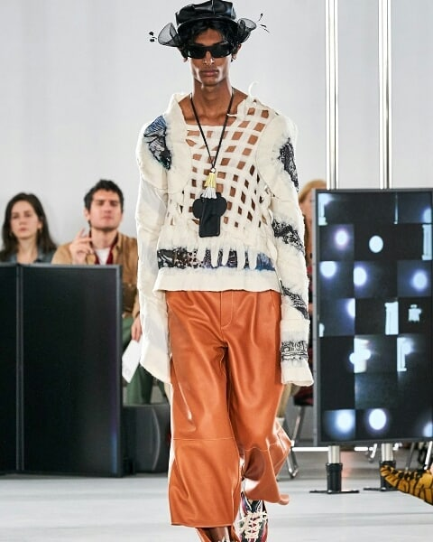 @amazingmagazine loves the menswear @loewe collection.