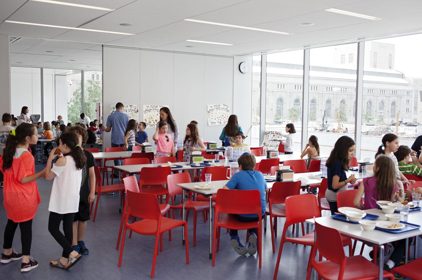 heschel-school-new-york-ctiy-cafeteria_l,0.jpg