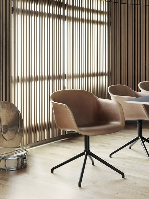 fiberchair-leather-1427792273.jpg