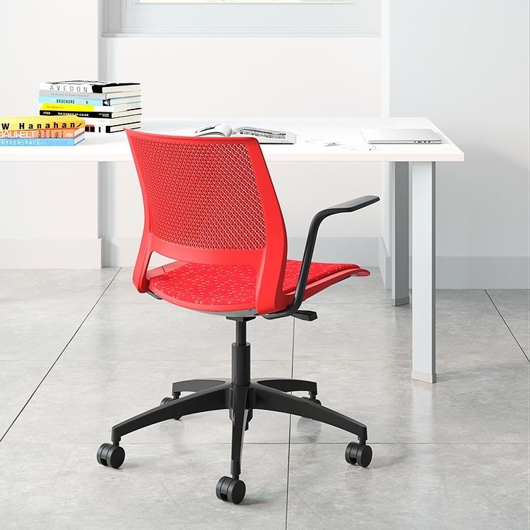lumin_light_task_red_desk_environment.jpg