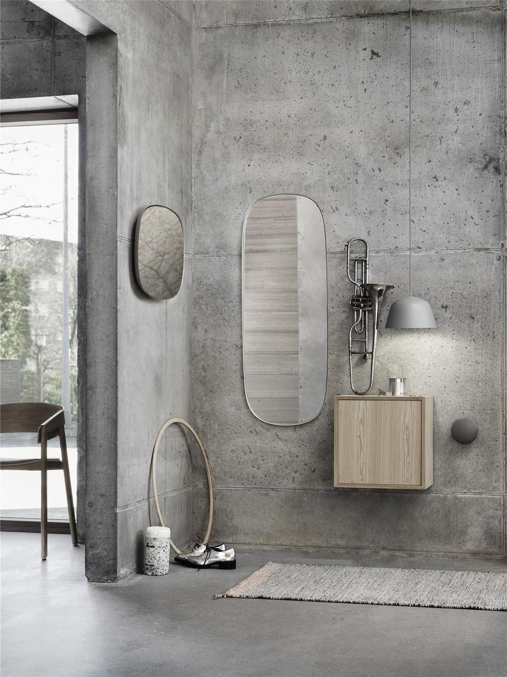 framed-mirror-hall-way-stackedwdoor-ambit-small-1460122736.jpg