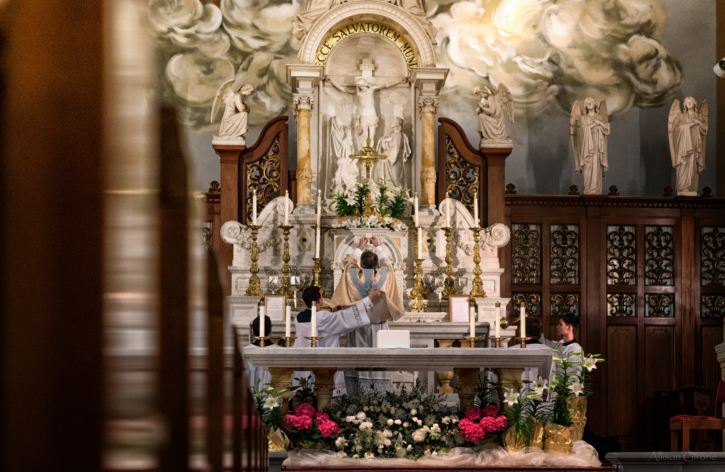 easter Fr. Huffman elevation 2016 st. peters latinmass steuby (1 of 1).jpg