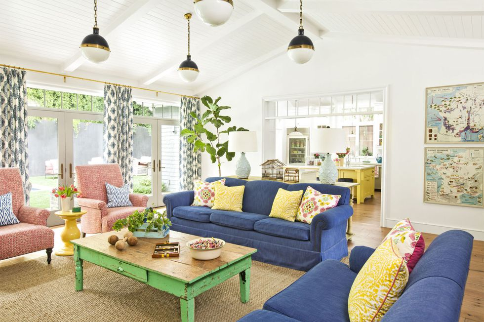 gallery-in-with-the-bold-living-room-0417-1.jpg