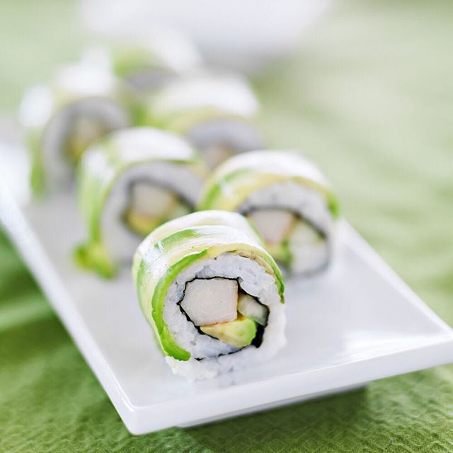 Green gold pairs well on fresh California Avocado rolls. #CaliGoldAvos 🍣🍱🥑