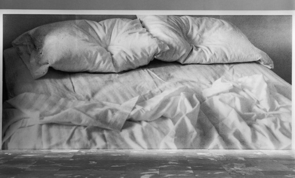 Felix Gonzalez - Torres's  U n t i t l e d  (1991). Courtesy of the estate of Felix Gonzales - Torres and MoMA.