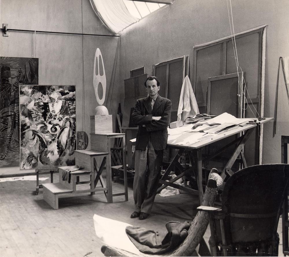 Wolfgang Paaren in front of Les Premieres Spaciales in his studio in San Angel, Mexico, 1944, photographer: Walter Reuter