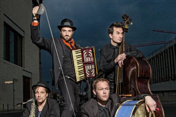 Daniel Kahn and his band