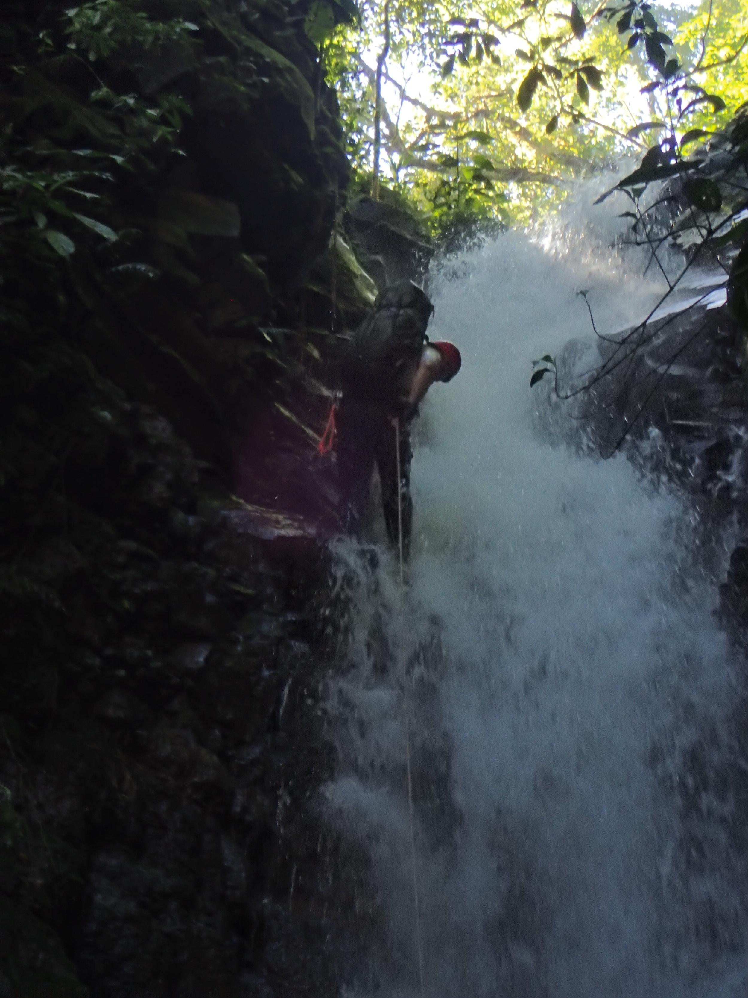 El R1 involucra pasar por agua con mucha fuerza